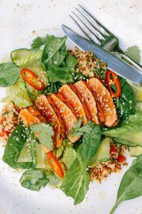 Salata de somon cu verdeturi